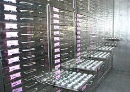 進入農試所種原中心的「中期」貯藏庫必須穿上厚厚的冬衣,這裡種子的保存期限是30年。圖片來源:行政院農委會農業試驗所官網