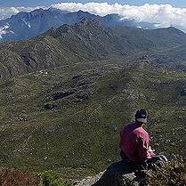 於巴西境內,站在Itatiaia國家公園內的Agulhas Negras山頂上眺望的景象。圖片節錄自:Charles Young相本。