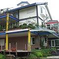 位於台北市基隆路旁,由各種節能建材與綠建築設計打造台大「綠房子」。圖片來源:陳佳聖(台灣環境資訊協會)