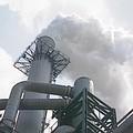 工業革命後,化石燃料的使用,排放了大量的二氧化碳,形成溫室效應,造成全球暖化現象。