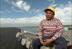 對蚵農來說,工業發展夢已經碎了,台塑還威脅著他們的生計。(圖片來源:我們的島)