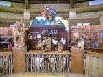 山月村沒有任何娛樂設施,佈置與擺飾皆以太魯閣木雕為主。