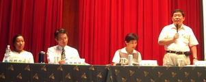總結討論,右起依序為魯台營、陳椒華、林鐵雄、楊娉育。