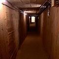 構工繁雜的地下坑道,就像蛛網般的延伸