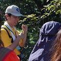 楊育昌老師對志工們解說陽明山生態。圖片來源:台灣環境資訊協會