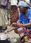 莫三比克的Anita Rosario和家人在贊比西河漲洪時被救起來。現在住在營地接受聯合國的食物救助。