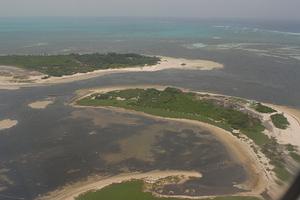 東沙島的形狀就像一隻蟹螯