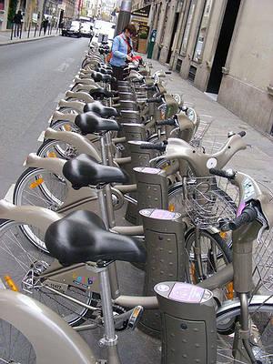 巴黎公共自行車出租;圖片來源:老貓