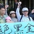 環保團體質疑,在缺乏自產能源的台灣,真的有必要發展高汙染高耗能的鋼鐵業嗎?