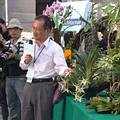 李家維解說珍稀蘭科植物收藏