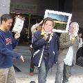 環保團體在環保署前上演「阿扁硬要蘇花高,總統辯論玩假的」行動劇