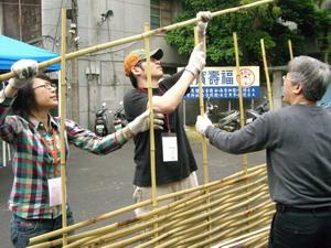 看似構造簡單的竹籬笆,製作過程費力又耗時
