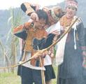 狩獵文化孕育出布農族人與自然和諧的關係,且具有重要的社會意義。圖為部落全年最大慶典「打耳祭」。圖片來源:台東縣政府
