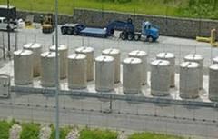 核廢料乾式貯存場。圖為美國Yankee Rowe 核能電廠用過核子燃料乾式貯存護箱。照片來源:原能會