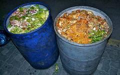 2009年3月於韓國首爾拍攝,遭到丟棄的食物。圖片節錄自:temp13rec相本。