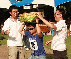 來義部落收穫祭舉辦趣味競賽,提供中國媒體人難得的「心」體驗