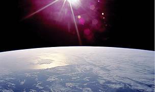 從太空站射得的太陽與地球(圖片來源:ESA / NASA)