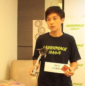 綠色和平污染防治專案主任李之安表示,99.5%化學物質無法管,民眾日日伴毒。(圖片來源:台灣綠色和平網站)