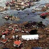 2004年底南亞海嘯造成蘇門答臘一處村莊受創慘重。(照片節錄自美國海軍檔案照by Petty Officer 2nd Class Philip A. McDaniel)