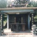 古道旁新建的土地公廟。